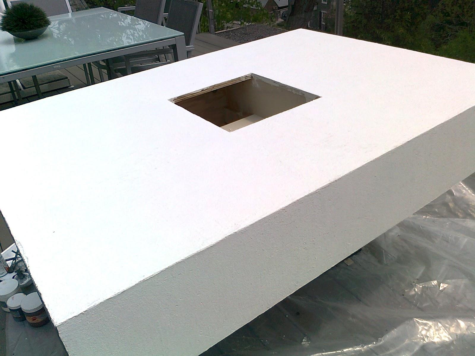 Table peinte en faux b ton for Table exterieur imitation beton