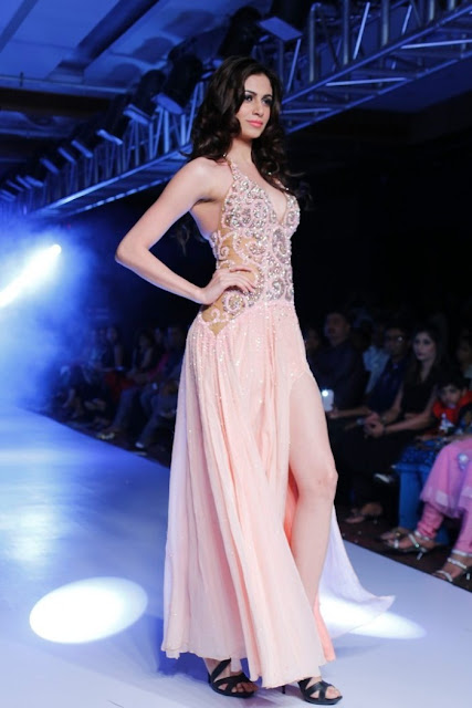 Miss-india-Simran-Kaur-Mundi-international-fashion-week-2012+(1).jpg