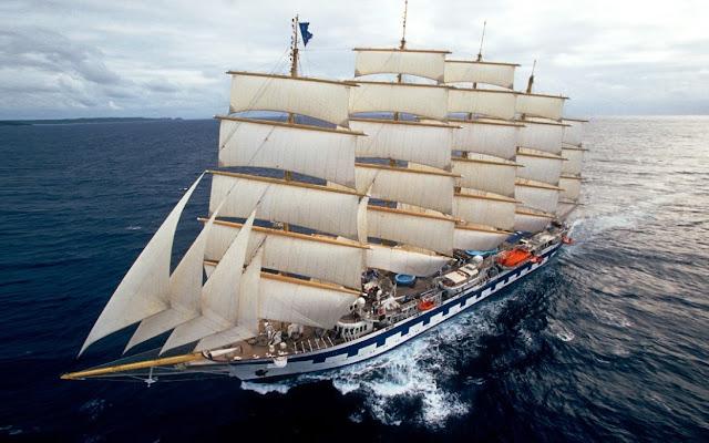 Gambar Kapal Layar Clipper Berlayar