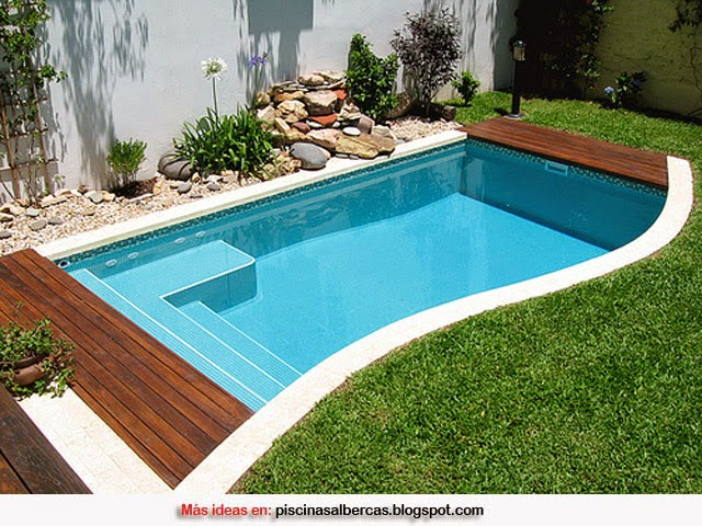 Piscinas con bordes de madera piscinas y albercas fotos for Ideas para decorar un patio con piscina
