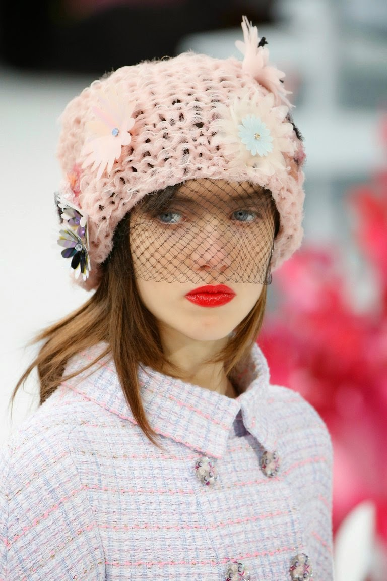 ... CHANEL COUTURE Spring-Summer 2015 Hats · Contact us about this article b47aad75d63c