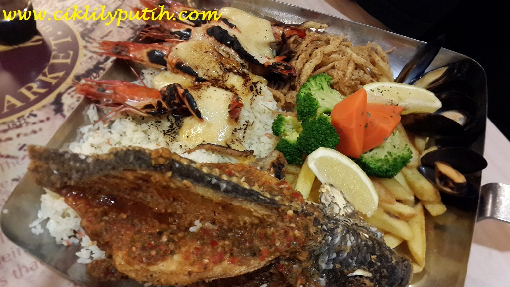 Ciklilyputih the lifestyle blogger manhattan fish market for Manhattan fish and chicken menu
