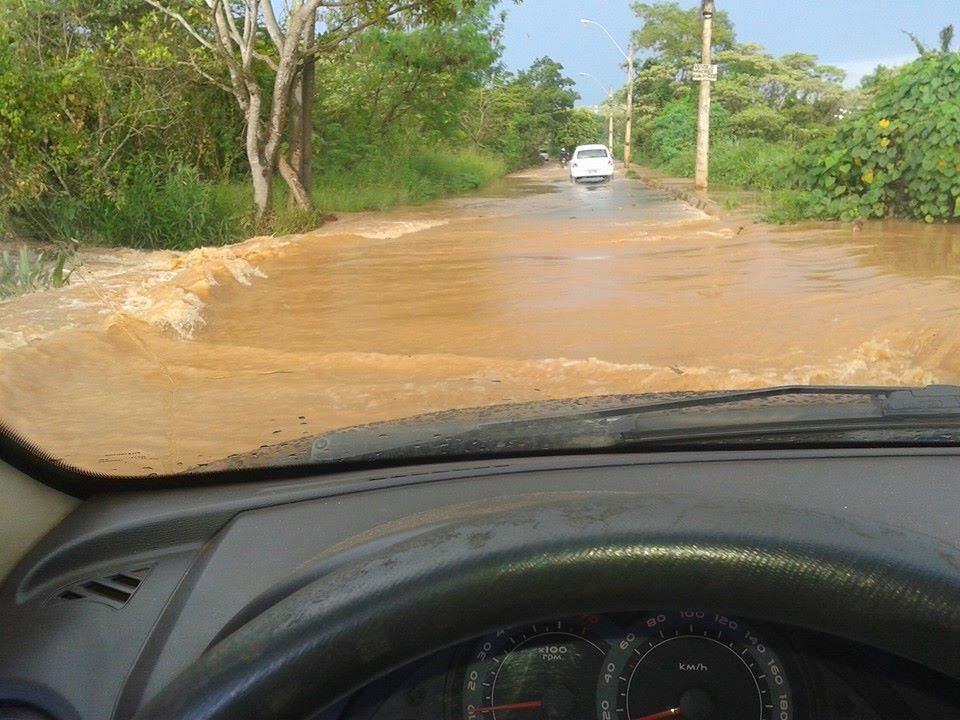 Chuva faz transbordar Córrego da Mata