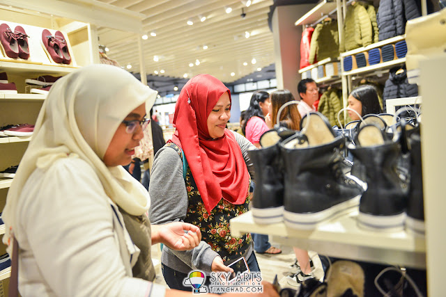 customers shopping at SPAO Malaysia Parkson PavilionKL