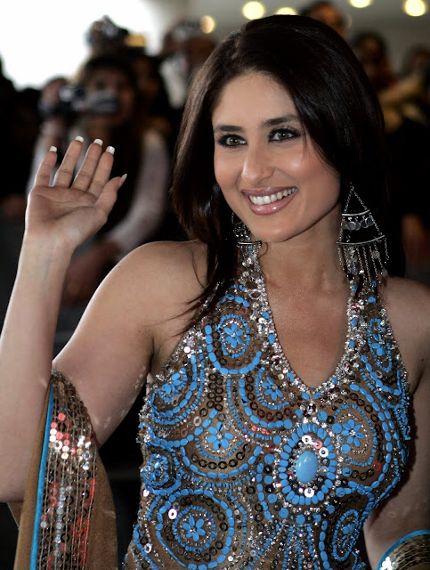 Kareena+Kapoor+in+a+very+Gorgeous+Outfit%252C+Smiling+Pic+of+Kareena+Kapoor
