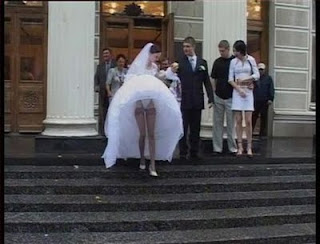 funniest pictures: the underwear of the bride can be seen