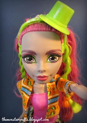 Marisol Coxi doll selfie
