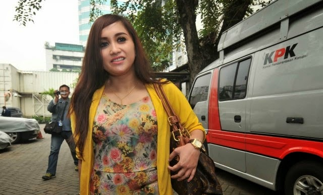 Foto Seksi dan Cantik Septy Sanustika Lepas Jilbab