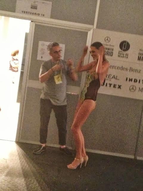 modelo bailando backstage model dance