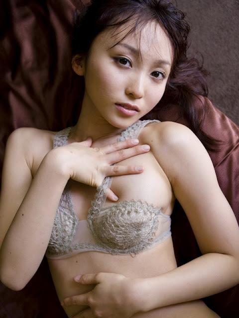 Beautiful Actress Risa Yoshiki - Bikini Fashion