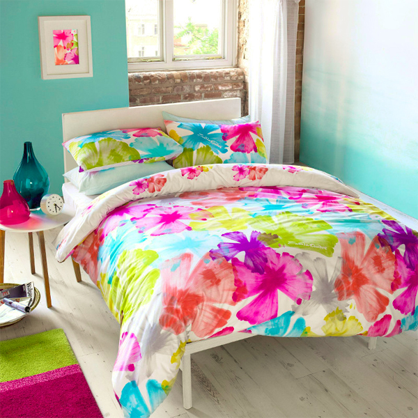 Zandra Rodhes, fashion design, bedline design, bedding design, colourful bedline, prints, printed bedding, floral bedding, floral bedline