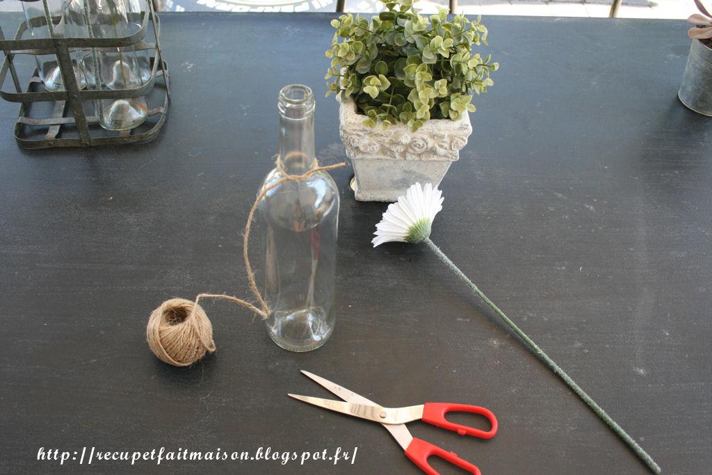 r cup et fait maison des id es r cup et d co un porte bouteille devient vase pour une d co sympa. Black Bedroom Furniture Sets. Home Design Ideas