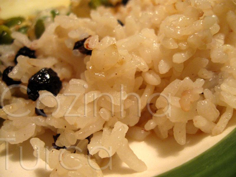 Pilaf de Arroz com Groselhas Secas (Kuş Üzümlü Pirinç Pilavı)