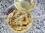 Salata de vinete preparare reteta - turnam uleiul in fir subtire
