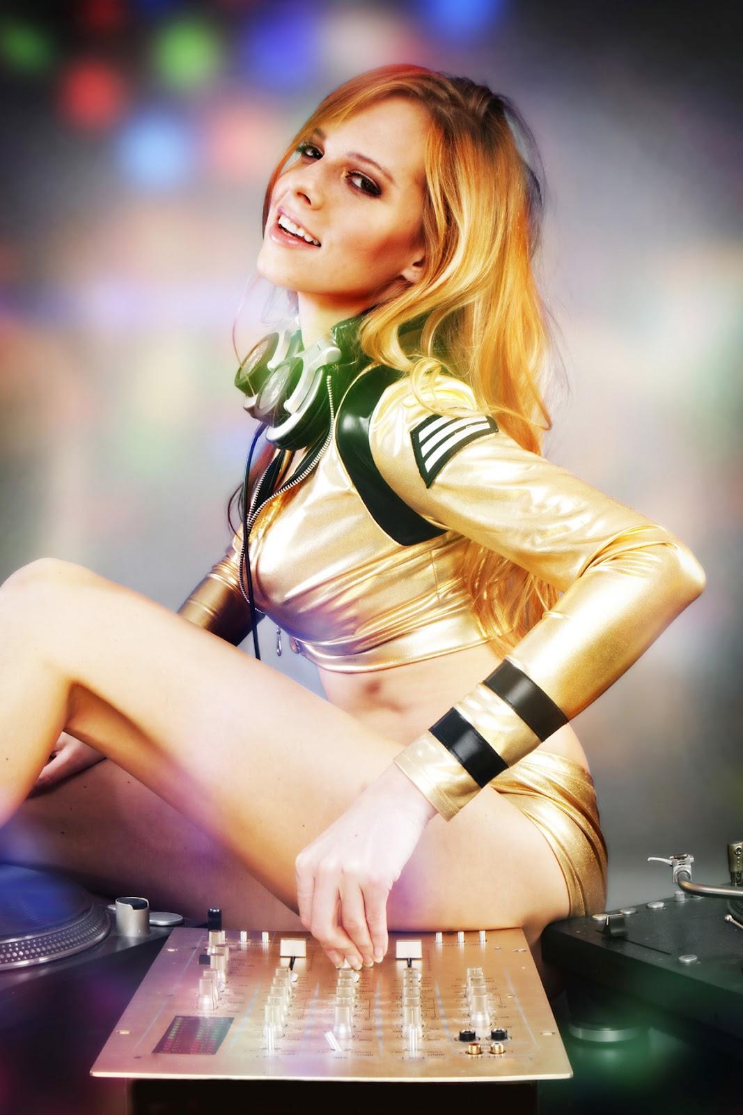 http://1.bp.blogspot.com/-44dSZ6VbyGk/Ty7HyBPOlaI/AAAAAAAADIg/JmX34GSRi98/s1600/Beauty+American+Woman+DJ+%283%29.jpg