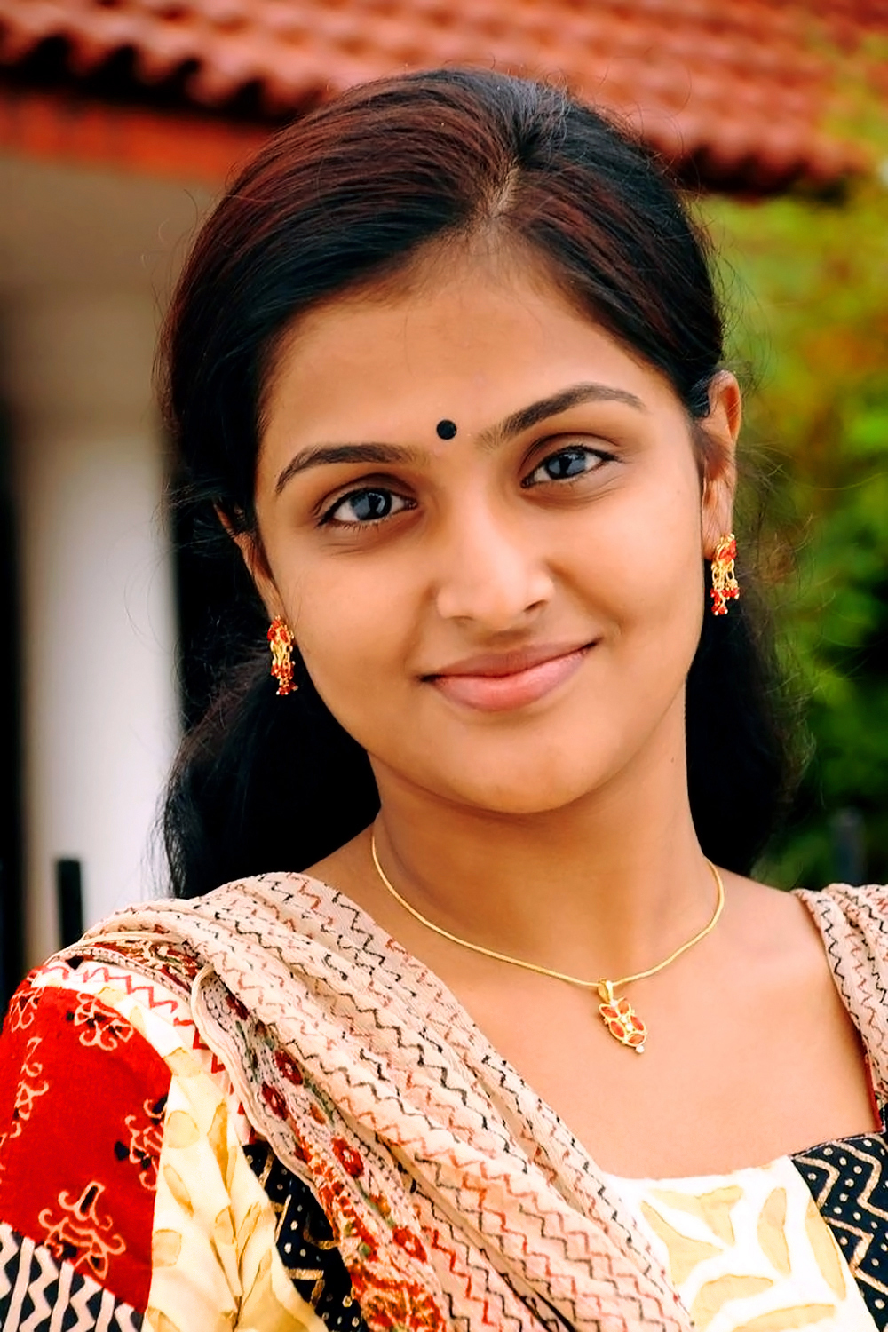 ramya nambeesan close up high quality photo | hq photo plus
