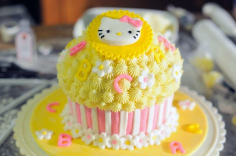 Gambar kue ulang tahun hello kitty lucu banget