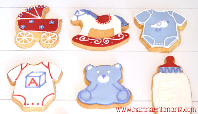 galletas osito, caballo, biberon, body y carrito de bebe