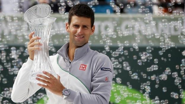 Novak Djokovic levanta el trofeo de Miami