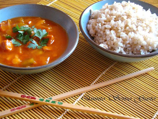 riso integrale con pollo e verdurine in agrodolce