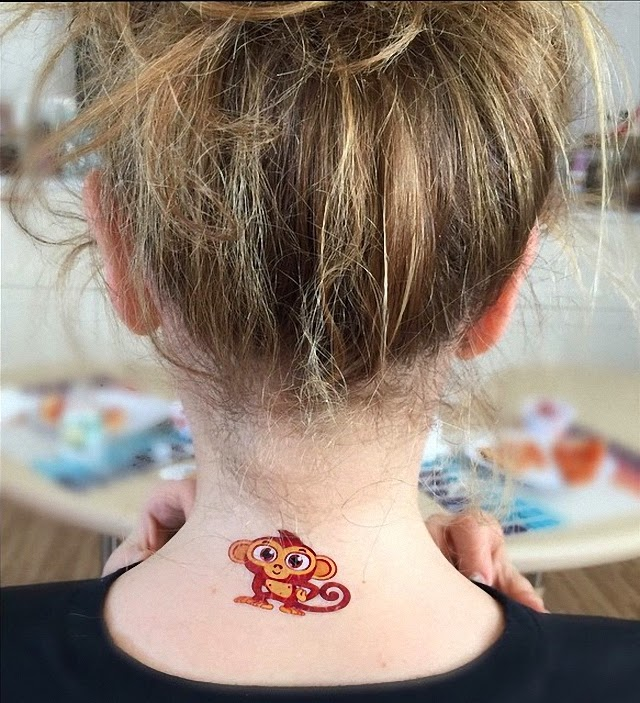 Thalia mostrando un nuevo tatuaje