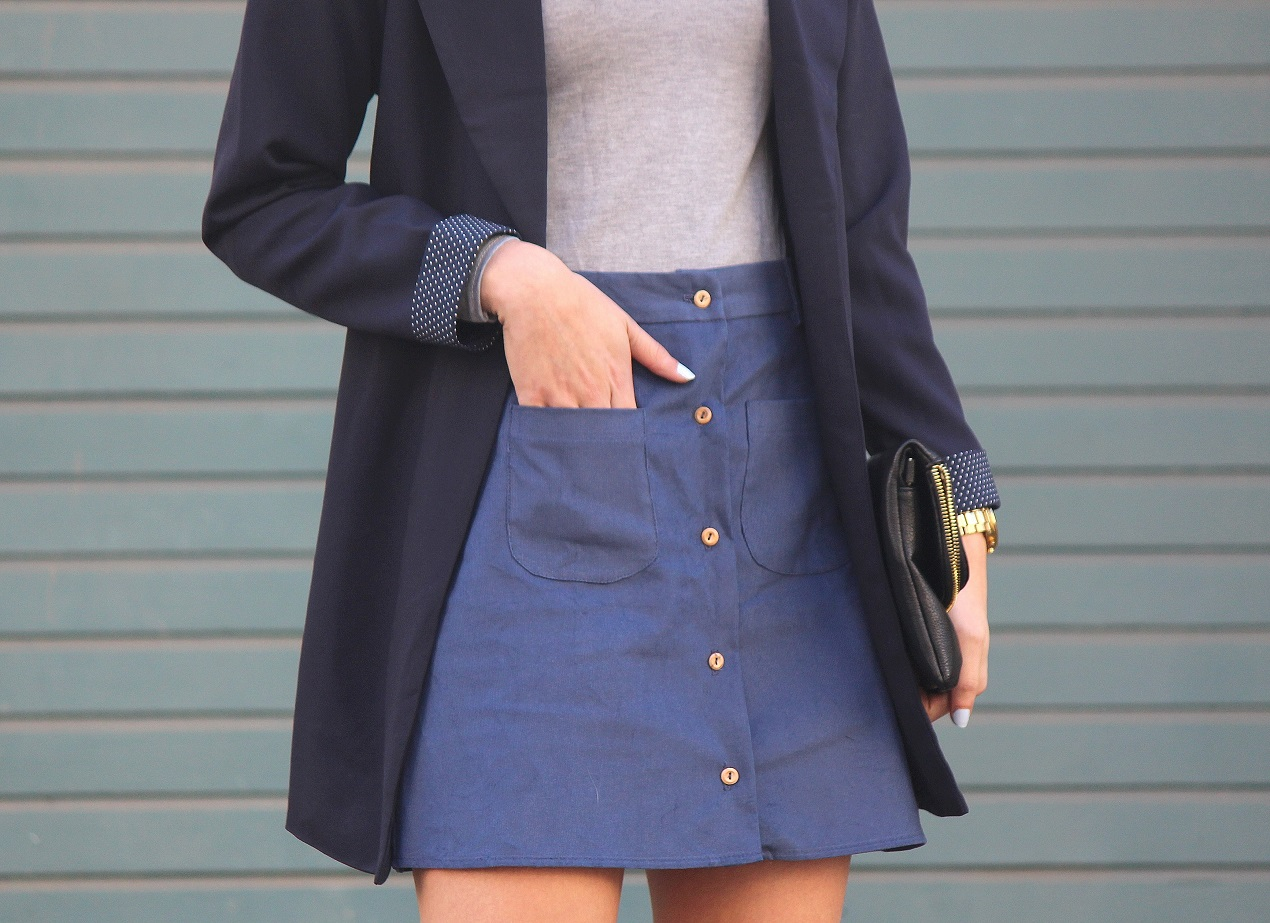 peexo fashion blogger wearing trench coat and a line button down skirt 70s