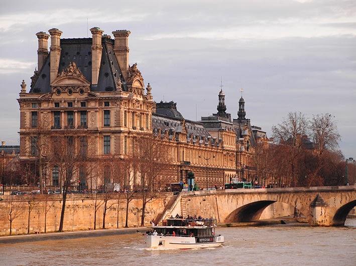 La Musée du Louvre from the Quai Anatole France