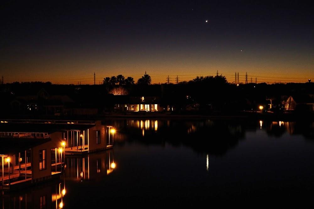 Còn đây là một hình ảnh tới từ Vịnh Horseshoe, vùng quê Texas, Hoa Kỳ bởi tác giả Susan Waldron.