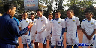 Persib Bandung Bawa 17 Pemain ke Tenggarong