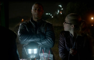 Diggle Felicity Arrow Vs Flash bewildered David Ramsey Emily Bett Rickards