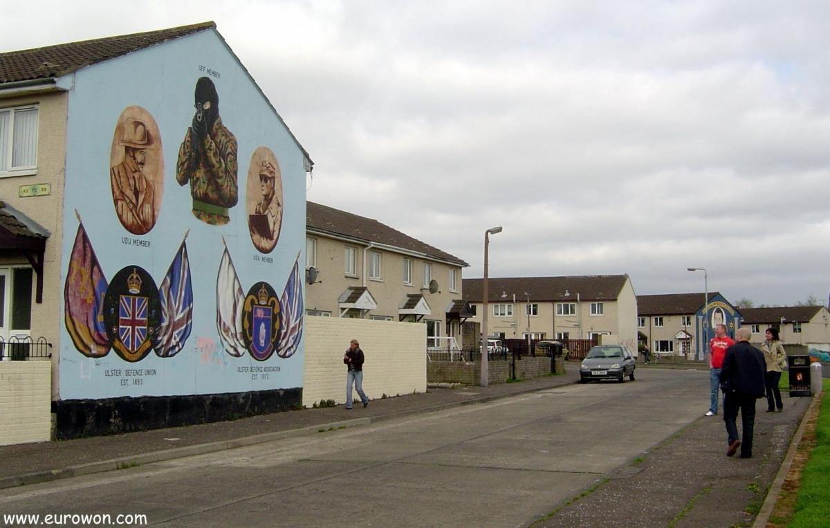 Mural de un soldado del UFF en el barrio protestante de Belfast