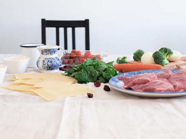 lasaña de carrilleras y espinacas