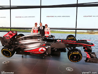 Mobil-McLaren-MP428-launch-F1-2013_2