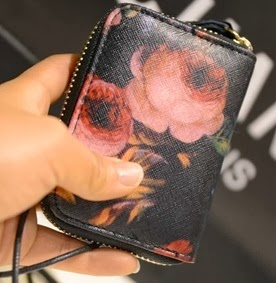 http://www.persunmall.com/p/retro-flower-print-purse-p-17074.html