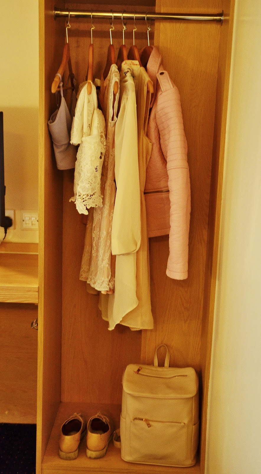 York Central Wardrobe Travelodge Pastel clothes fashion blogger