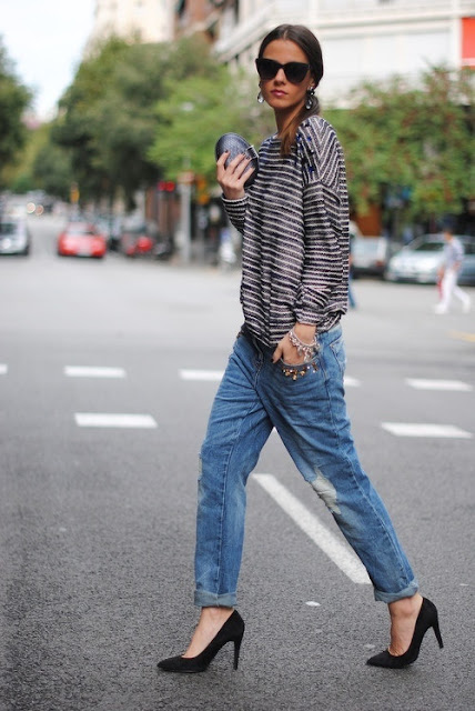 Boyfriend jeans Combined with a striped loose-fit top and cat-eye sunnies
