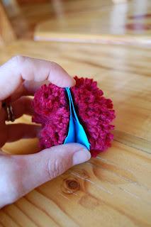 how to make a pom pom with yarn 8