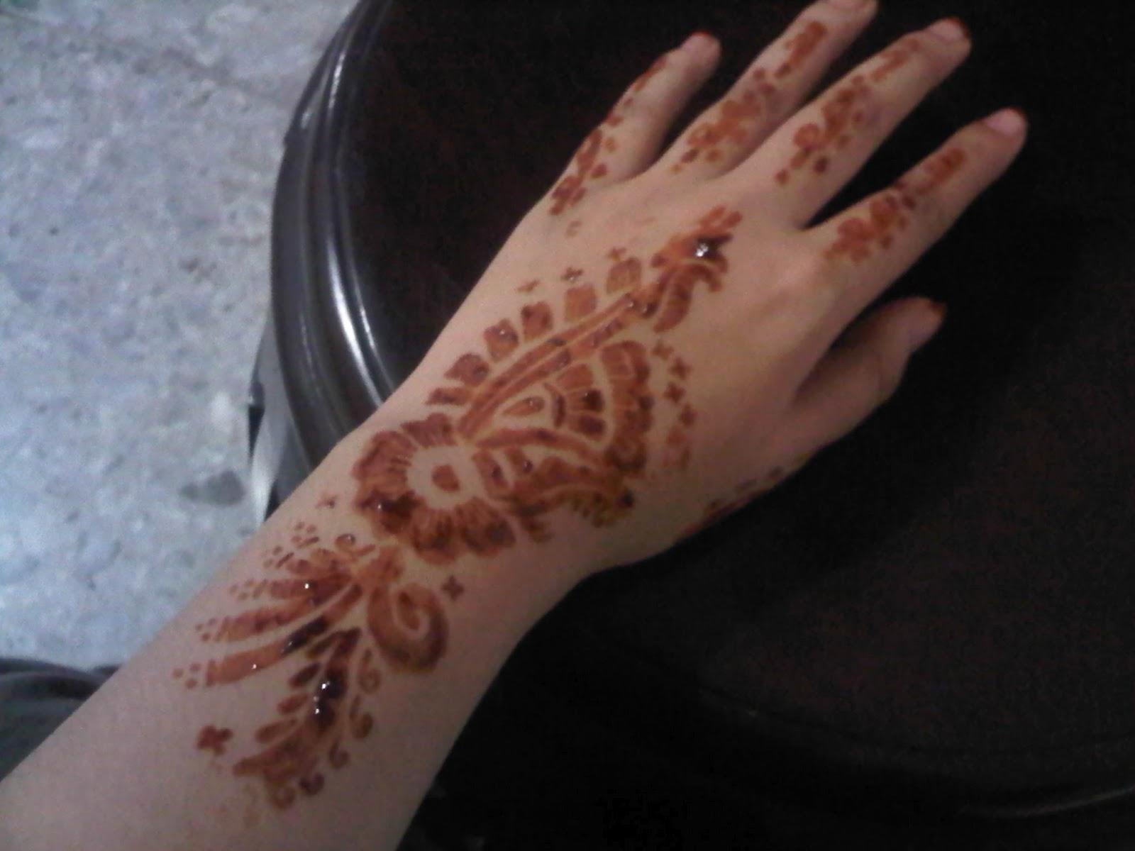 Coba Pakai Henna Aisyah Helmadevi