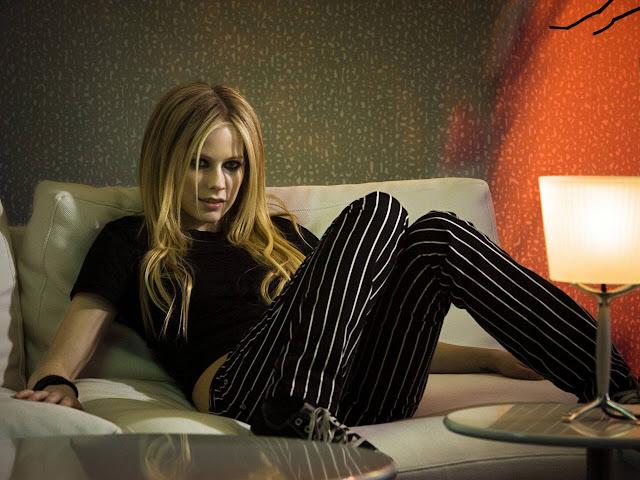 """<img src=""""http://1.bp.blogspot.com/-47xUJimHiao/Uf_HJ0IhnjI/AAAAAAAADLg/a6XcU60q9Hg/s1600/avril_lavigne_hd_11-normal.jpg"""" alt=""""Avril Lavigne wallpaper"""" />"""