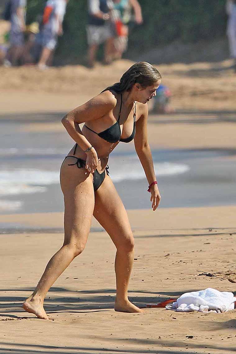 elizabeth berkley bikini