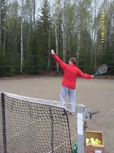 Tennisvalmentaja Olavi Lehto palveluksessanne