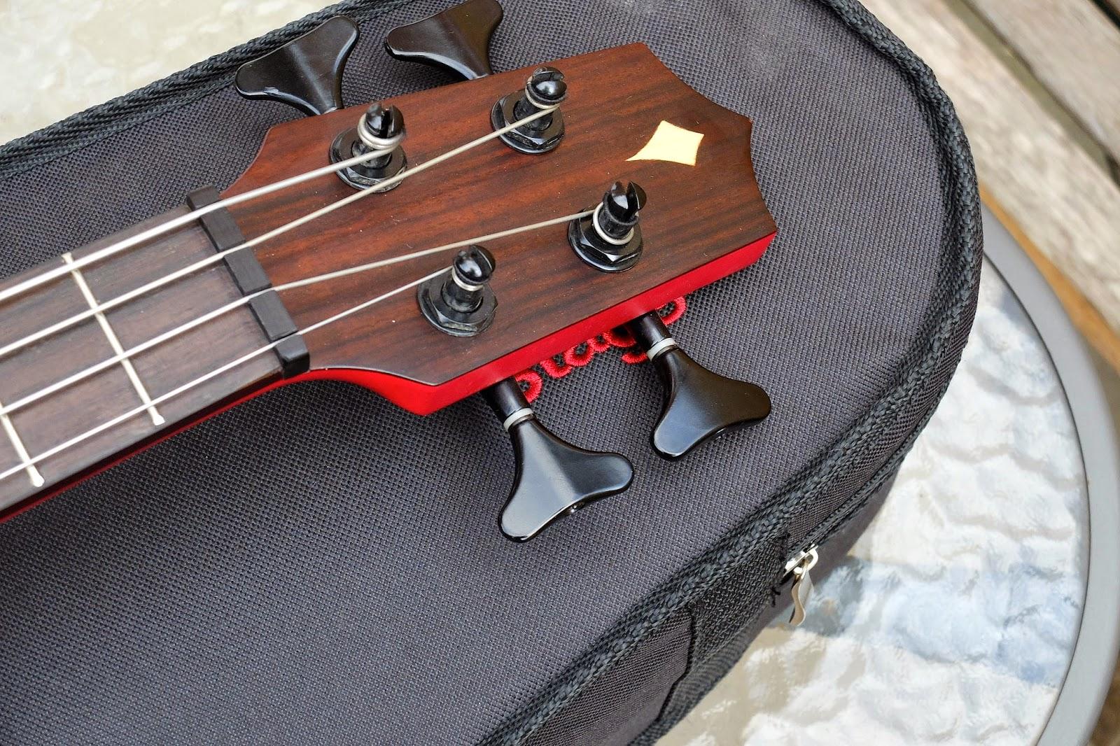 Kamoa E3E Ukulele Bass headstock