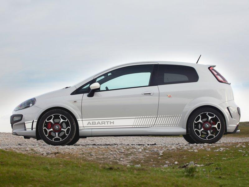 all car news new fiat punto evo abarth 2011 2012 features and video. Black Bedroom Furniture Sets. Home Design Ideas
