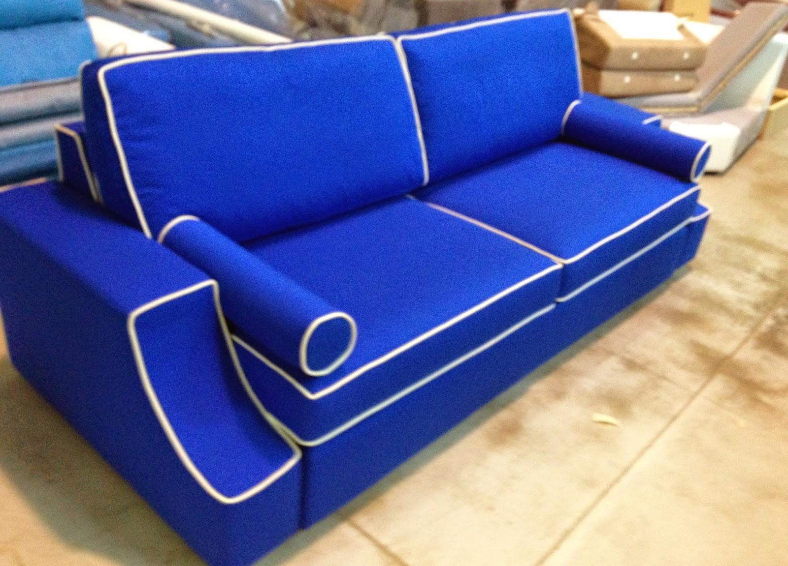 Divani blog tino mariani divano realizzato su disegno - Divano letto su misura ...