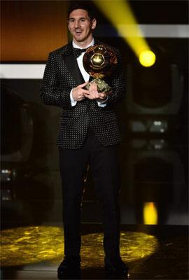 Leo Messi cuarto Balón de Oro traje lunares