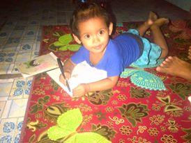 Salwa belajar menulis