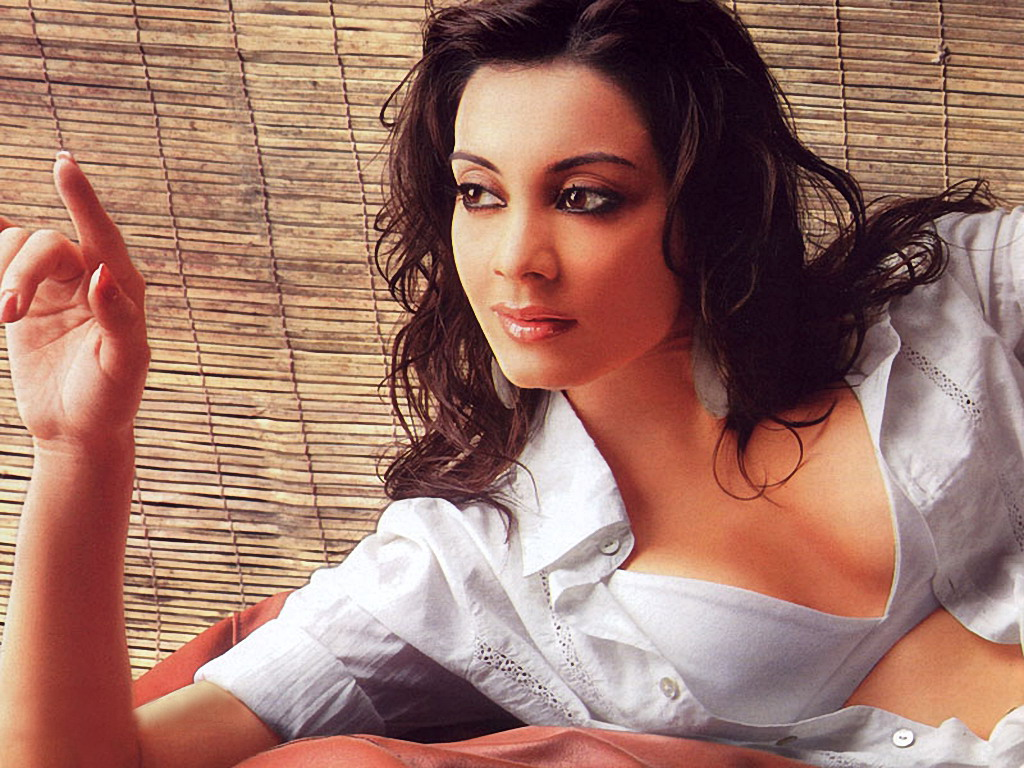 masti with sytle: minissha lamba hot bollywood actress unseen wall