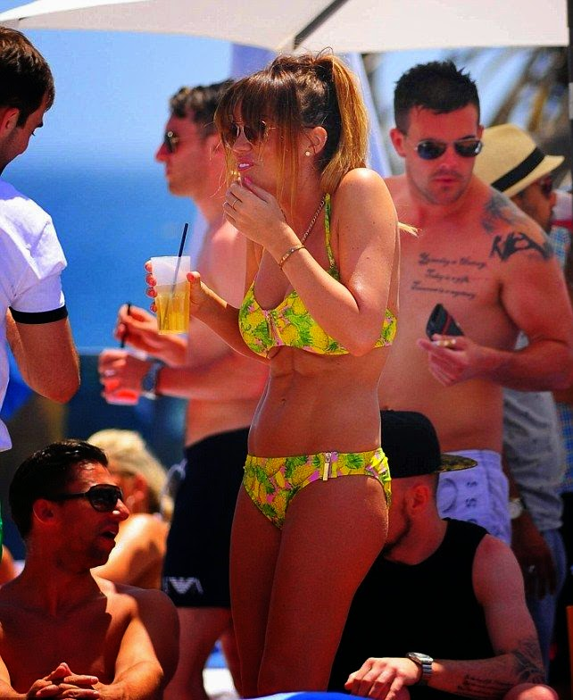 ‭Maria Fowler was seen drawing her love touch experience with Swansea City goalkeeper, David Cornell, 22 as she enjoyed a pool party in a yellow bikini on Sunday, May 25, 2014 in Marbella.