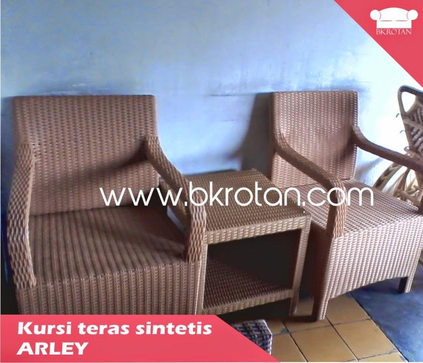 kursi teras anyaman sintetis atau rotan plastik
