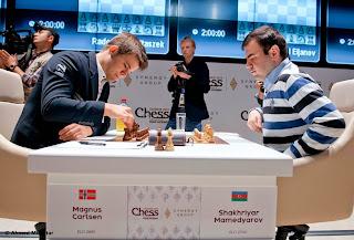 Echecs : Shakhriyar Mamedyarov 0-1 Magnus Carlsen au Mémorial Vugar Gashimov - Photo site officiel